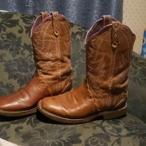 Good pair of justin boots size 8.5B